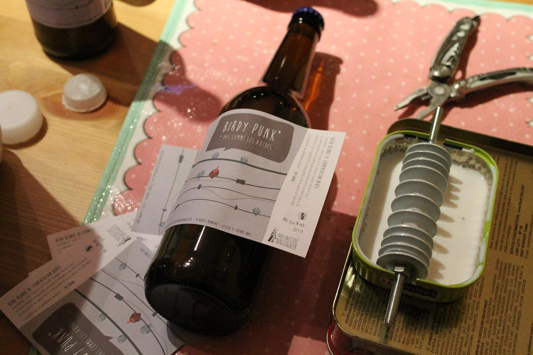 Manual beer label gluer